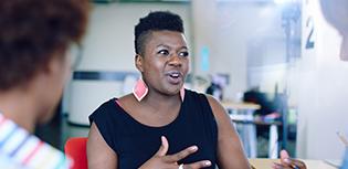 Grupo diverso de funcionários ilustra equidade racial nos postos de trabalho - Qualicorp