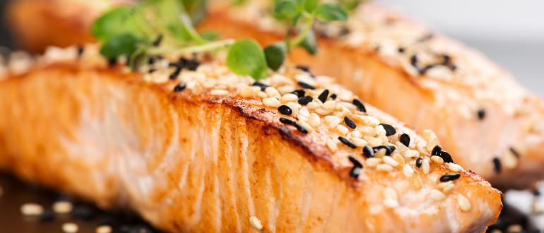 Receita para o ano novo: salmão com crosta de gergelim - Qualicorp