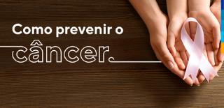 Texto: Como prevenir câncer, ao lado, mãos de adulto envolvendo mãos de criança em forma de concha, segurando um laço rosa.
