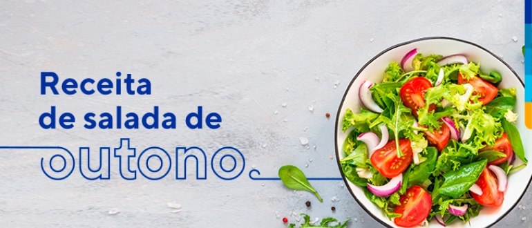Texto: Receita de salada de Outono, ao lado, prato de salada com folhas verdes, tomates e cebolas roxas