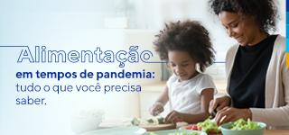 Mãe e filha cortando legumes, ao lado, texto: Alimentação em tempos de pandemia: tudo o que você precisa saber.