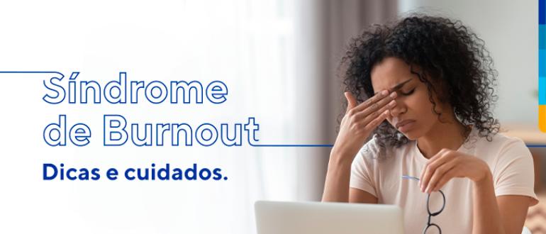 Síndrome de Burnout, dicas e cuidados. Ao lado do texto, imagem de uma mulher segurando o óculos com a mão esquerda, e com a mão direita entre os olhos e nariz, aparentando estar com dor nessa região.