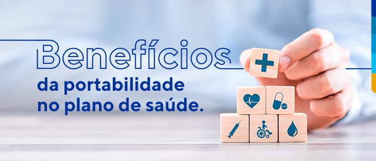 Texto: Benefícios da portabilidade no plano de saúde. Ao lado imagem de uma mão empilhando blocos de madeira.