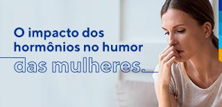 Texto: O impacto dos hormônios no humor das mulheres. Ao lado, foto de mulher pensativa.
